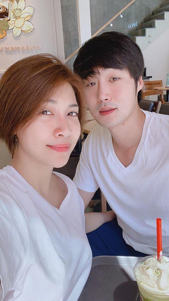 Đàm Thu Trang được khen chăm chồng mát tay