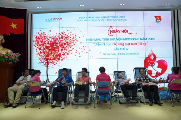 Thiếu máu điều trị giữa dịch nCoV: MobiFone phát động hiến máu tình nguyện