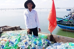 Hue fisherman cleans up the ocean