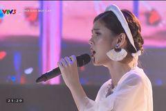 Nữ MC hot nhất AFF Cup gây bất ngờ với giọng hát con nhà nòi