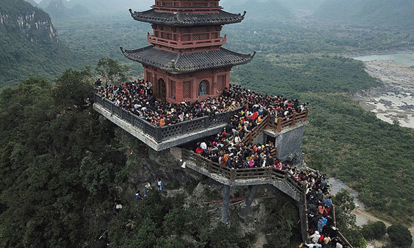 VN's largest pagoda complex beckons spring pilgrims