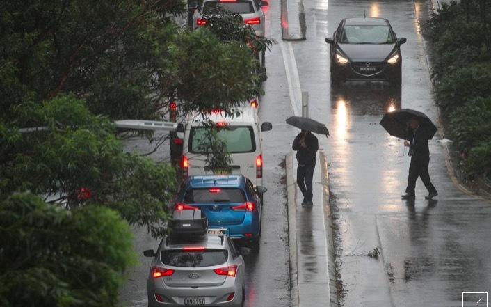 Mưa cực lớn đem lại niềm vui lẫn đe dọa cho Australia