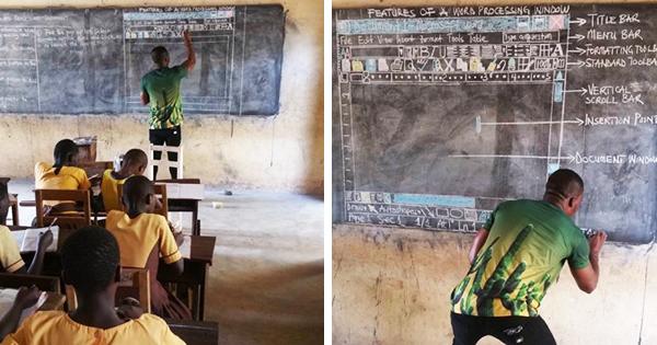 Giáo viên dạy Word cho học sinh trên bảng đen