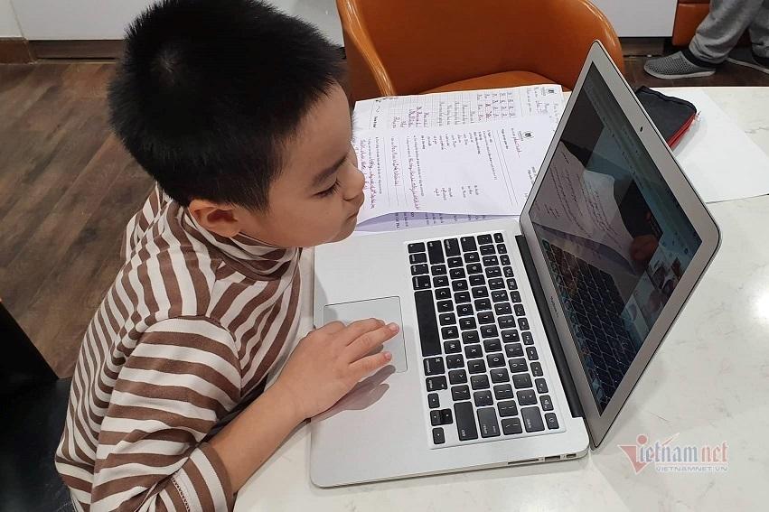 Loay hoay giúp con 'tiêu' thời gian nghỉ học tạm thời