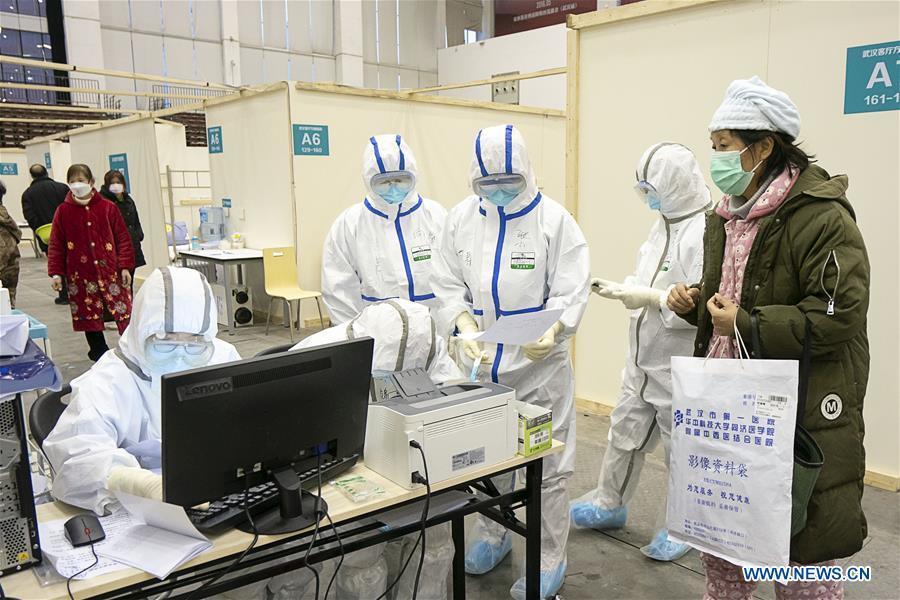 Cuộc sống của các bệnh nhân trong bệnh viện dã chiến tại Vũ Hán
