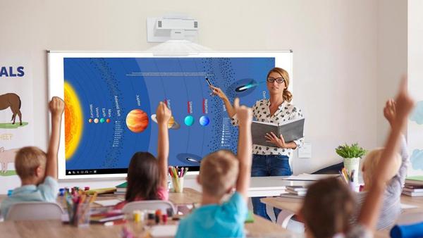 Máy chiếu tương tác - khai phá tiềm năng trí tưởng tượng