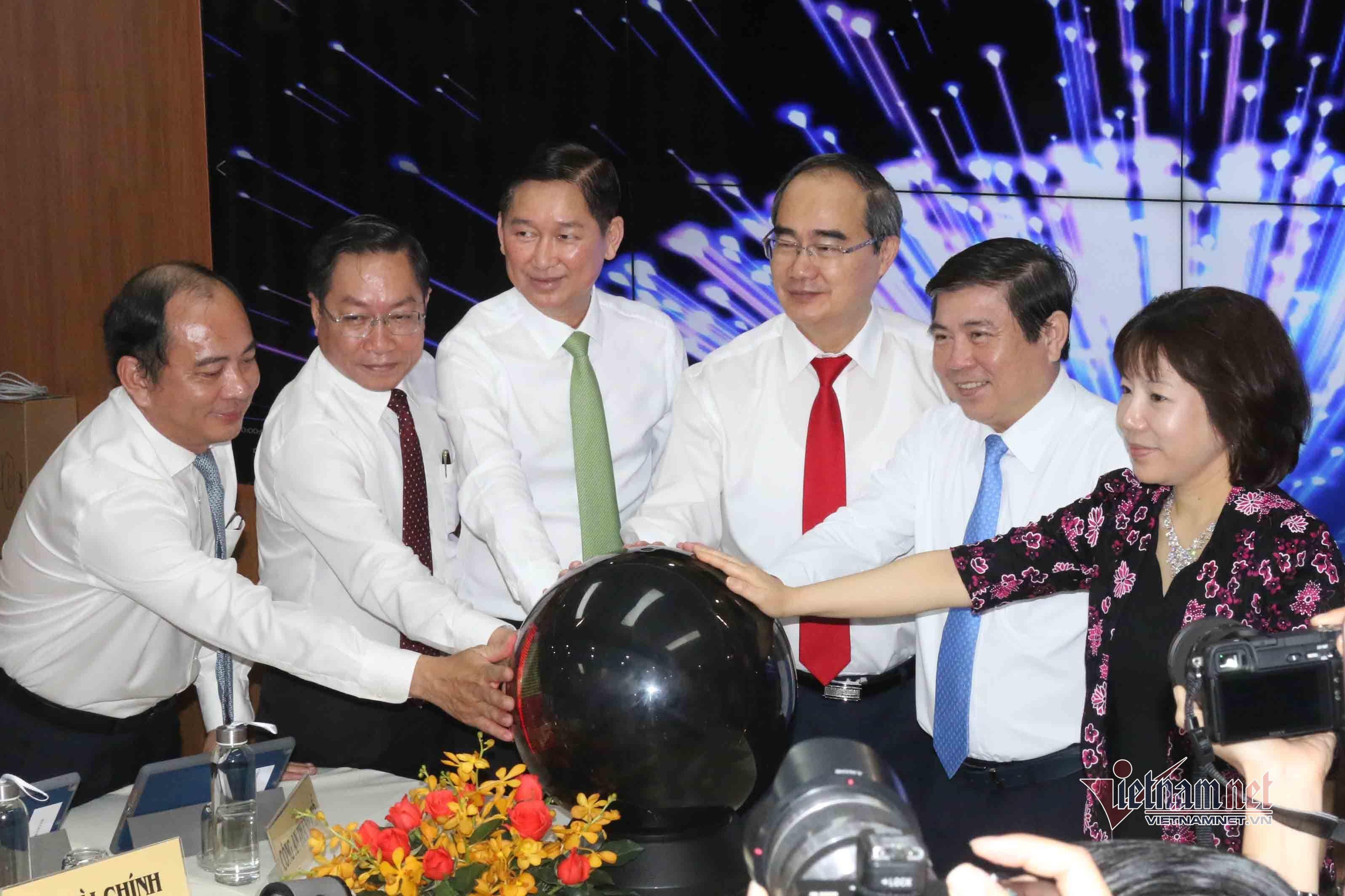 Giữa mùa dịch corona, TP.HCM ra mắt Trung tâm điều hành y tế thông minh