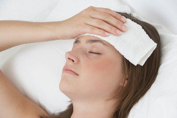 Nhận biết nhiễm corona qua 3 triệu chứng nguy hiểm