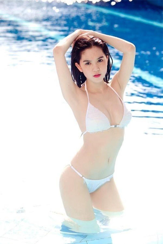 Ngọc Trinh diện bikini sexy số 2 thì không ai số 1