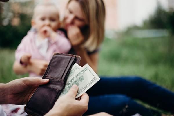 Sau ly hôn tôi có phải cấp dưỡng cho con riêng của vợ?