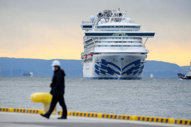 Hướng dẫn viên tàu Diamond Princess trốn khỏi khu cách ly âm tính với virus corona