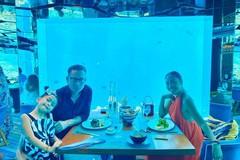 Chồng Đoan Trang khóc khi được vợ mừng sinh nhật dưới đáy biển