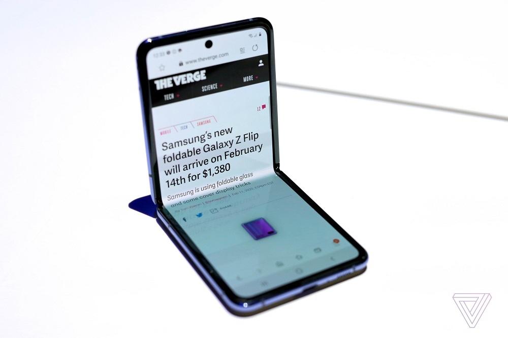 Lô hàng Galaxy Z Flip đầu tiên hết veo trong vài giờ