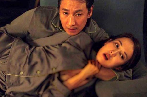 Vừa đoạt Oscar, cảnh nóng ngột ngạt trong 'Ký sinh trùng' gây tranh cãi trở lại