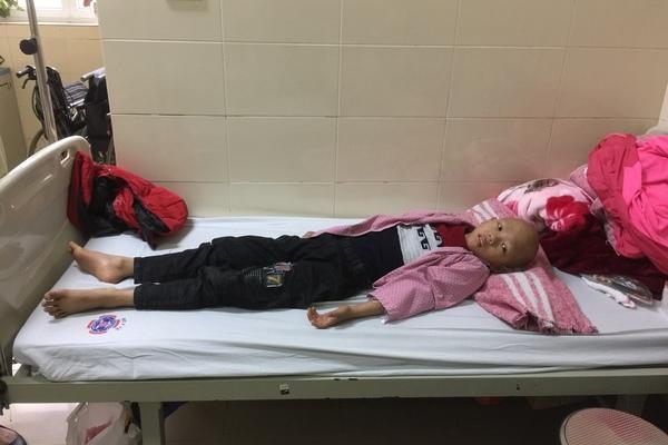 Con bệnh tật suy kiệt, mẹ đối diện nguy cơ mất nhà cửa