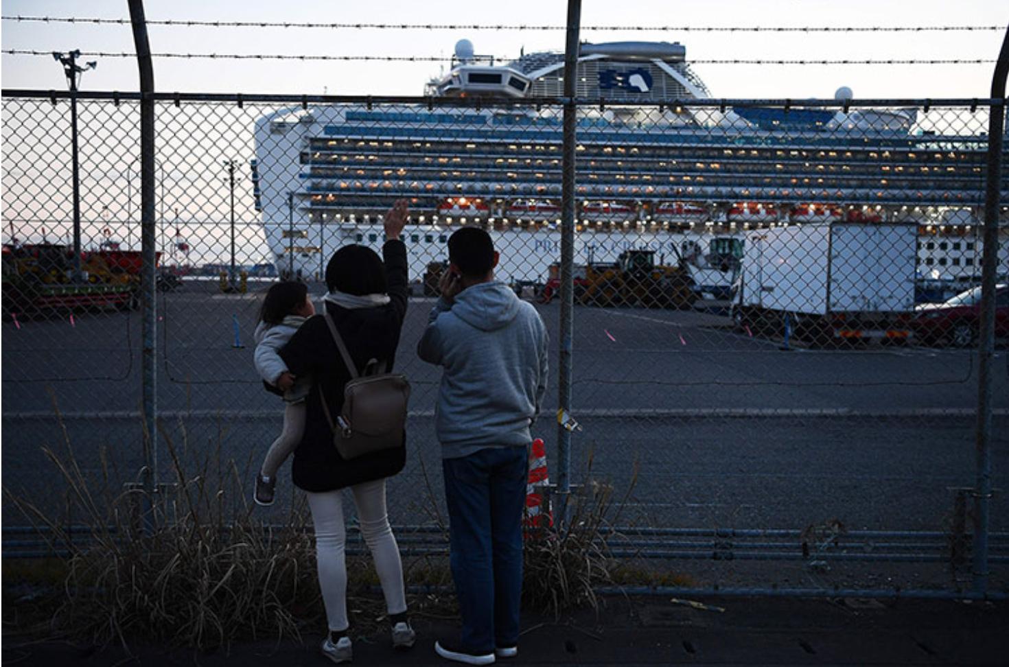 Thêm một du thuyền ngàn người  mắc kẹt trên biển vì Covid-19