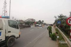 Ô tô kéo lê xe máy, cô giáo ở Hà Tĩnh tử vong