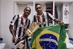 """Ronaldo """"gánh"""" không nổi, Juventus thanh trừng hàng loạt"""