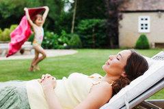 Tại sao cha mẹ 'lười' giúp trẻ vào đời dễ dàng hơn?