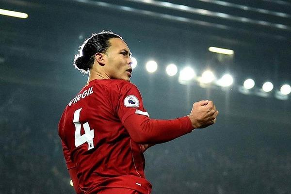 """Liverpool tăng lương """"khủng"""" giữ chân Van Dijk"""