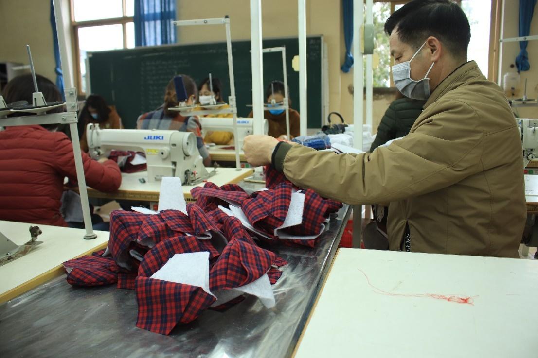 Giáo viên TP.HCM được hỗ trợ kinh phí mua khẩu trang, nước rửa tay chống covid-19