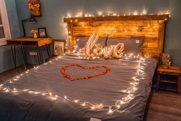 Dịch vụ khách sạn tình yêu đi kèm 'đồ chơi' tình dục nở rộ mùa Valentine