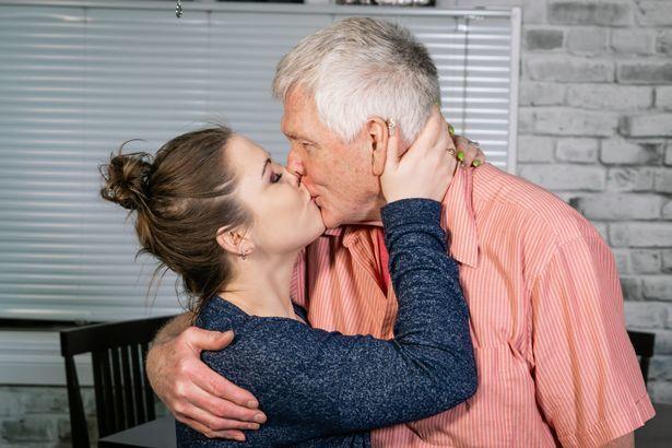Cặp đôi chồng 70, vợ 25 tuổi: Chúng tôi không cần phải chứng minh
