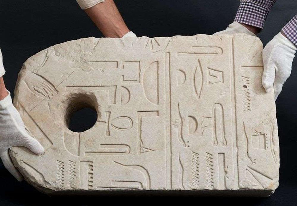Đi bơi, bác sĩ vô tình phát hiện cổ vật 3.400 năm tuổi của Ai Cập