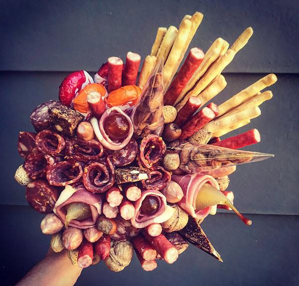Bó hoa Valentine cho cô gái thực dụng, ngắm xong ăn luôn