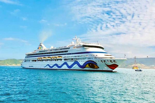 Từ chối tàu 1.000 khách, chống dịch nhưng đừng đóng cửa