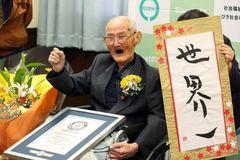 Cụ ông 112 tuổi trở thành người đàn ông cao tuổi nhất còn sống