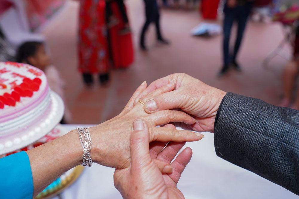 'Đám cưới vàng' của người phụ nữ Hà Nội mắc ung thư 25 năm trước