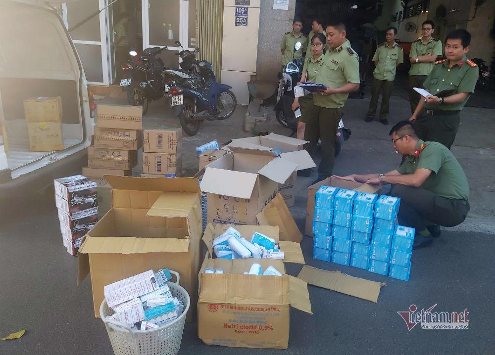 Găm hàng, chặt chém khẩu trang, bán 5 triệu/thùng bị xử phạt 50 triệu