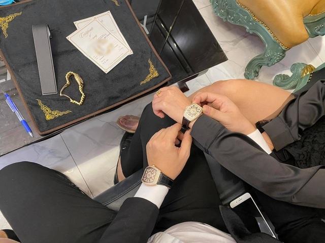 Đại gia mua đồng hồ dát kim cương hơn 1 tỷ tặng bạn gái dịp Valentine