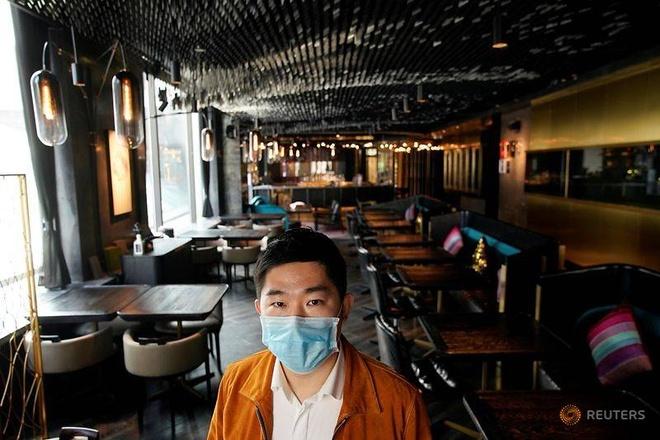 Nhà hàng không một bóng khách dịp Valentine, cả ngày chỉ lo khử trùng