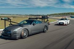Nissan GT-R dùng làm xe quay phim, nhanh hơn cả xe đua