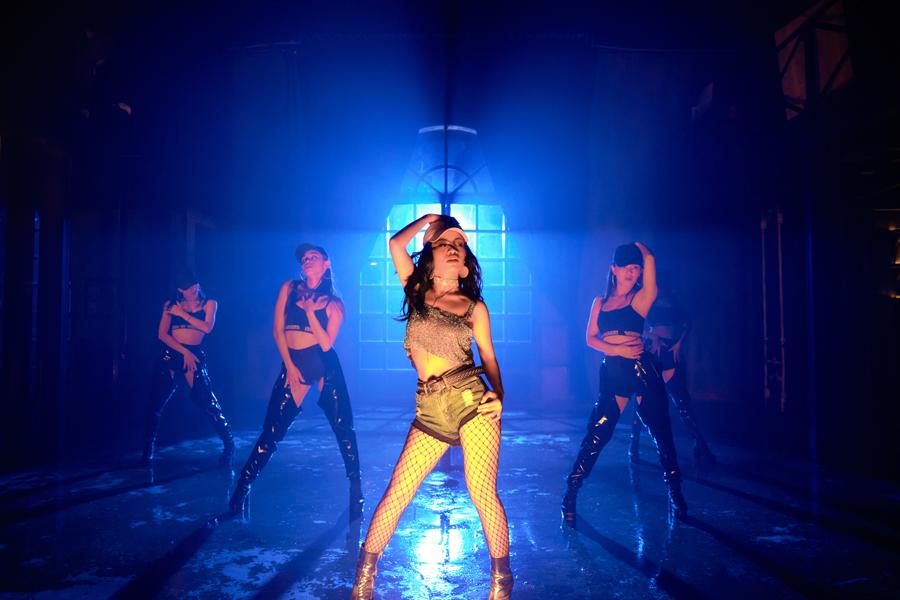 Á quân The Voice khoe vũ đạo bốc lửa trong MV đầu tay ra mắt dịp Valentine