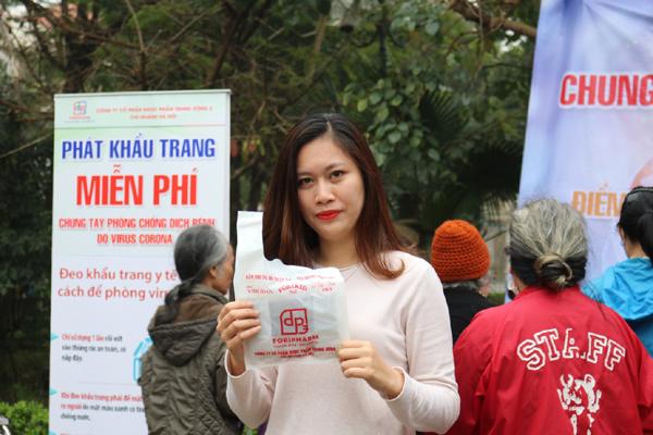 5000 khẩu trang phát tặng cư dân khu đô thị Linh Đàm
