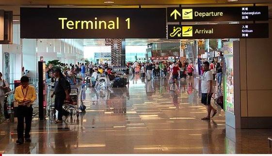 Singapore phạt một người Việt mang quá nhiều tiền mặt khi xuất cảnh