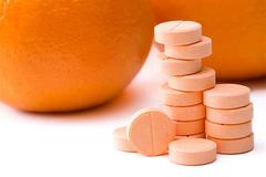 Người dân đổ xô uống vitamin C phòng virus corona là sai lầm