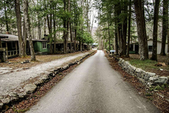 5 con đường bỏ hoang gây chú ý trên thế giới
