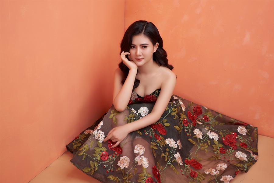 Hoa khôi Quảng Ninh khoe nhan sắc rực rỡ