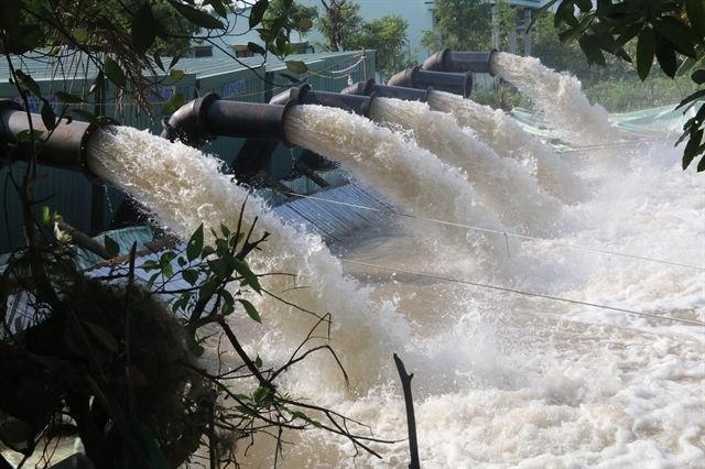 Mekong Delta sets up public tap water faucets as saline intrusion peaks