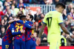 Messi im lặng, Barca run rẩy vượt ải Getafe