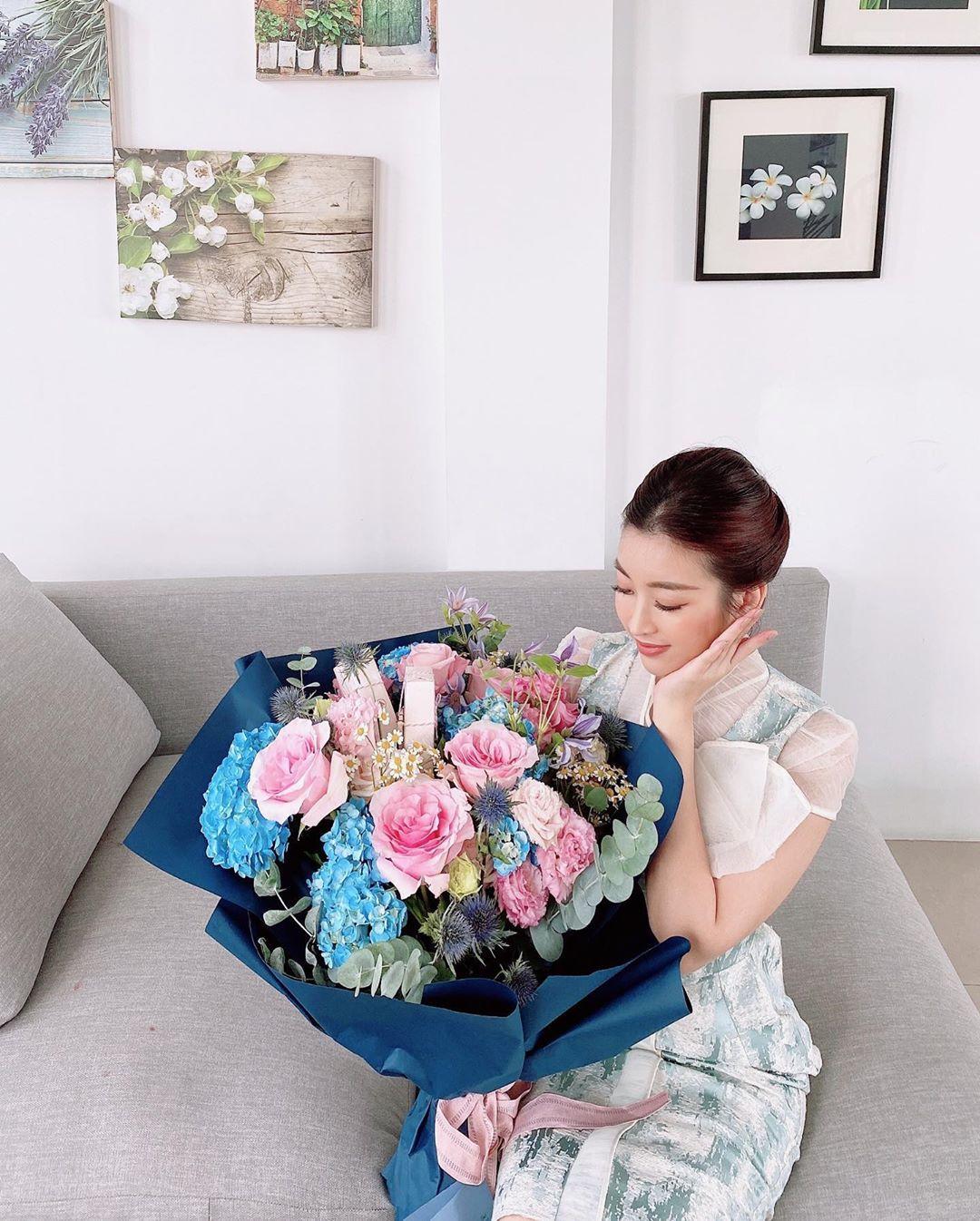Ngọc Trinh mua đồng hồ 4 tỉ, Song Luân công khai bạn gái siêu mẫu