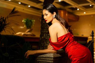 Hoa hậu Vũ Hương Giang gợi cảm với váy cắt xẻ