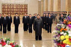 Kim Jong Un bất ngờ tái xuất sau gần một tháng 'ở ẩn'