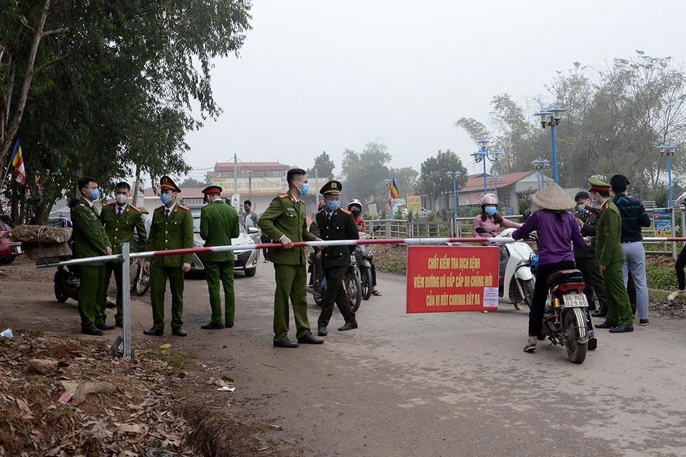 Gần 200 người rời Sơn Lôi trước khi xã được cách ly vì virus Covid-19