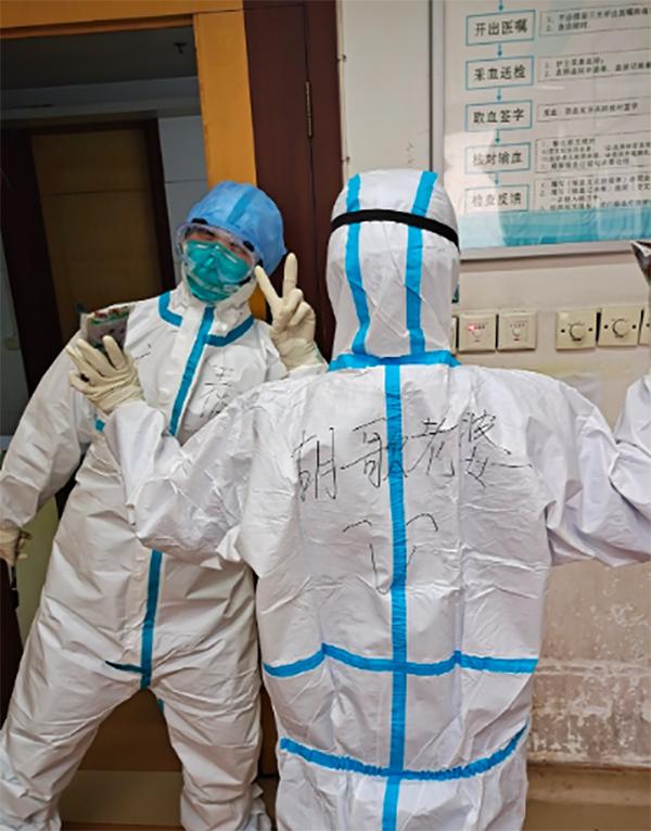Hồ Ca động viên nhân viên y tế tự nhận là 'Vợ Hồ Ca' nơi chống dịch Covid-19