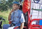 Cụ ông Sài Gòn mỗi ngày đi hơn 50 km bán quần áo giá 0 đồng
